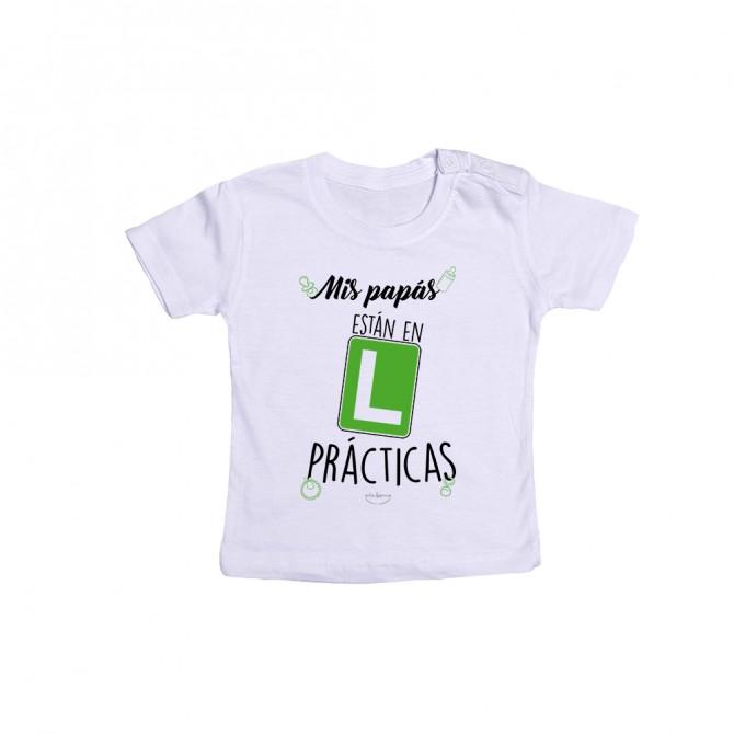 """Camiseta bebé """"Mis papás están en prácticas"""""""