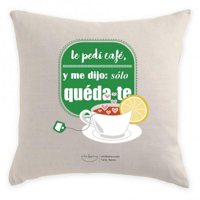 Cojín con Frase de Amor - Le pedí café y me Dijo sólo quédate